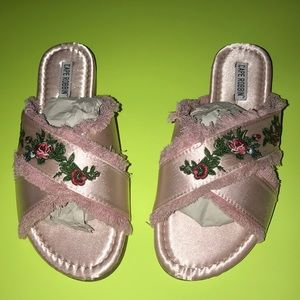 Women's (NWTB) size 8.5 slip on pink sandals 👡